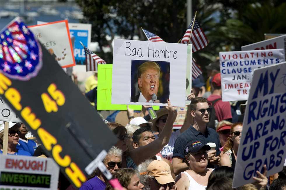 مظاهرات احتجاجية ضد ترامب فى كاليفورنيا